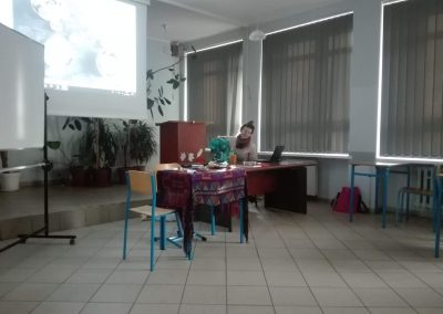 Joanna Górawska podczas spotkania z uczniami XI LO w Poznaniu